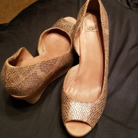 cca38b9881c UGG W Toura Wedges- Excellent Condition-Firm price